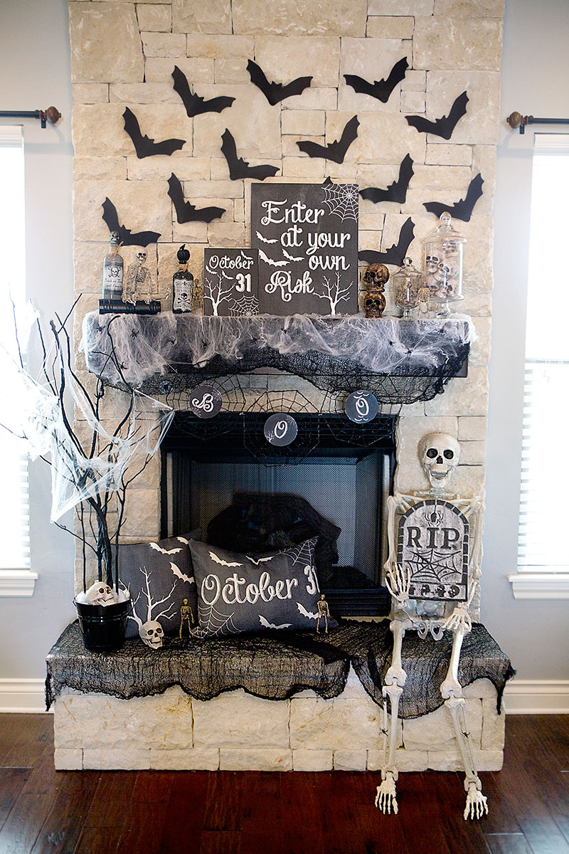 chalkboard-halloween-mantle
